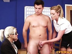Britská cfnm femdom jerking penis v úřadu