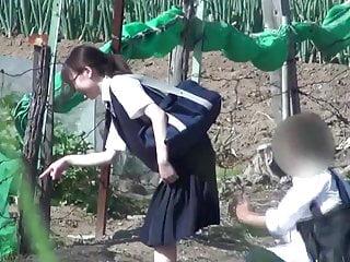 色情窥淫癖打开女学生的裙子