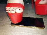 Lady L crush Vertu with sexy red high heels.