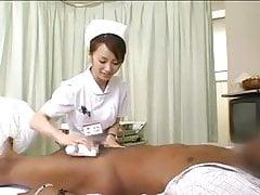 Asiatische Krankenschwestern lassen schwarzen Schwanz ab