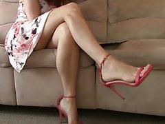 Belle gambe, piedi e sandali con tacco alto 2