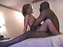 Frau liebt es, von schwarzen Männern gezüchtet zu werden