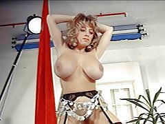 MOVE YOUR BODY - vintage big boobs strip dance