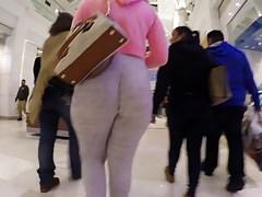 Pawg w bluzach jiggly booty w centrum handlowym