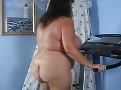 Máma spaluje své tuky.