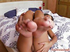 Babe amante con i piedi si fa scopare