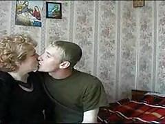 Rosyjska babcia pieprzona przez młodego chłopca
