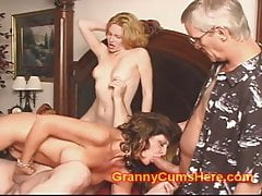Babcia ma ORGY z Baby Sitter