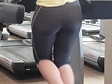 Candid PAWG Booty in Gym looking Bootylicious!