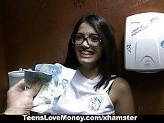 TeensLoveMoney - Biblioteca Nerd scopa per soldi