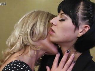 熱成熟媽媽亂搞女同性戀青少年女孩