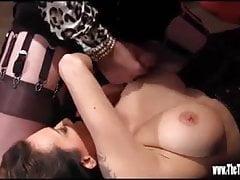 Hot tgirl ma wank i ass fuck kurwa, podczas gdy spuści na duże cycki