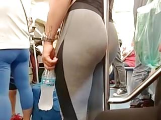 Brunettes Voyeur video: Rabuda de legging no metro