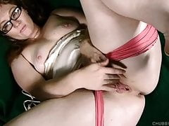 Seksowne tłuste plecy i masturbuje mokrą cipkę