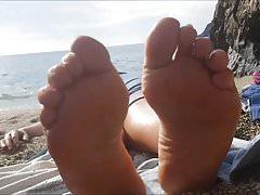 Lia porusza swoje seksowne stopy (rozmiar 40)