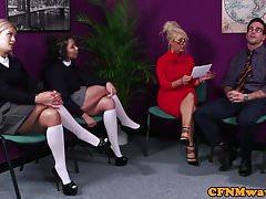 CFNM učitel sání sub se uniformovanými dospívajícími