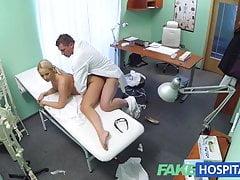 FakeHospital Blonde con grandi tette vuole essere un'infermiera