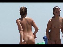 Ragazze teenager sveglie che godono della spiaggia nuda HD
