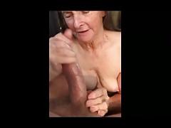Granny fa sega per mangiare sperma 01
