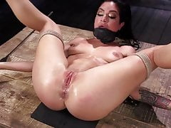 King of Bondage zajmuje Queen of Porn