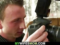 Żona znajduje paskudne zdjęcia swojej mamy i męża