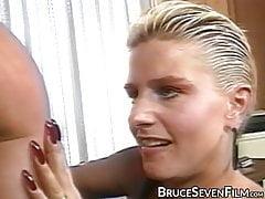 Vintage lesbo se sklonil před tím, než jíst kundičku energicky