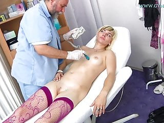 Fingering Pussy Doctor video: Kimberly Gyno Exam