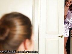 Curvy Alison Tyler daje masaż Lesbian Nuru Massage