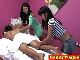 亚洲女按摩师拉扯和cockriding客户端