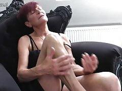 La nonna si scopa la sua vecchia fica