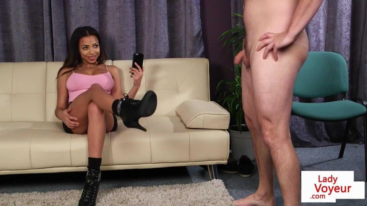 Порно раб лижет девушке