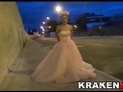 Krakenhot - Sottomissione pubblica con un BDSM da esterno Hard Bride