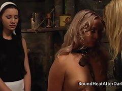 Nové přílety: nahá a řazená lesbička se strachem v očích
