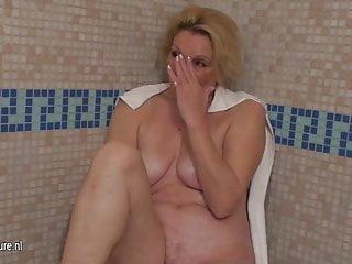 裸體成熟女性來放鬆