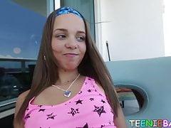 Adolescente perverso succhia il cazzo prima di una penetrazione ruvida