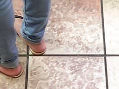 Candid Yummy Ebony nohy v sandálech