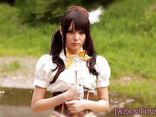 嬌小的日本cosplay寶貝pussyfucked