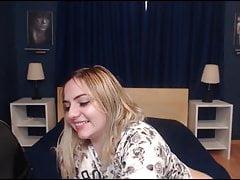 Gorąca pulchna blondynka Rides Her Horny Partner Cock