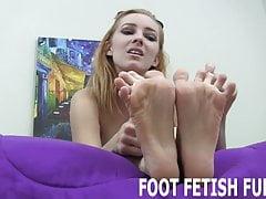Je vais te rendre dur avec juste mes pieds nus
