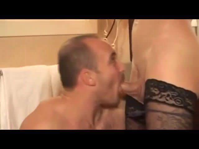 Порно красивая брюнетка angelika black