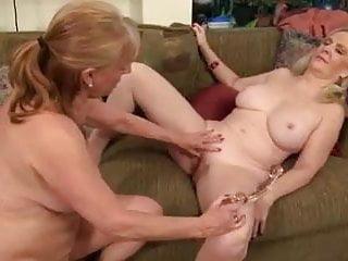 Kissing Lesbian Cunnilingus video: Two hot girls