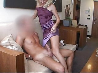 Milfs Oldyoung Milf video: Geile Milf fickt Schwanz mit Dirty Talk