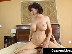 Texas Cougar Deauxma dostane pěkný tvrdý Juicy Wet Ass Pounding!