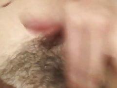 une pute se masturbe