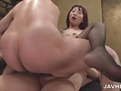 Yui Misaki gehorsam Milf fickt drei Kerle