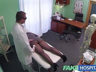 fakehospital g現場按摩得到熱的黑髮濕