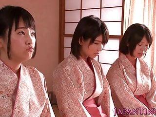 打屁股的日本青少年女王老兄同时甩掉他