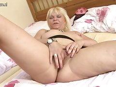Horny grand-mère éjacule avec son vieux con