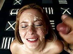 Nastolatka dostaje twarz zatarta spermą