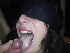 Fucked w klubie przez 10 kogutów i mnóstwo cum